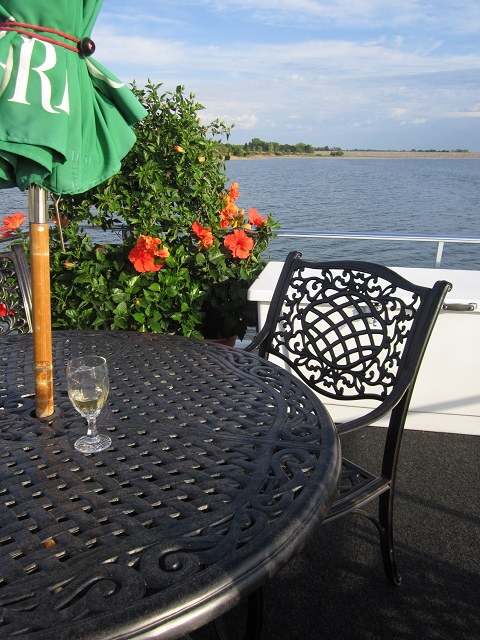 A dinner cruise on an iowa lake nine years in norway for Keller fish farms